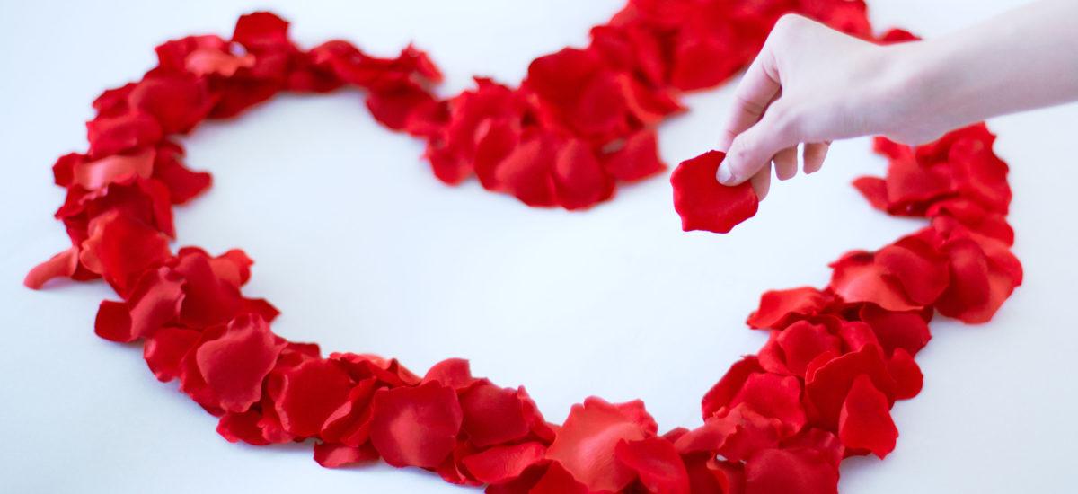 花びらベッドデコレーションでサプライズ